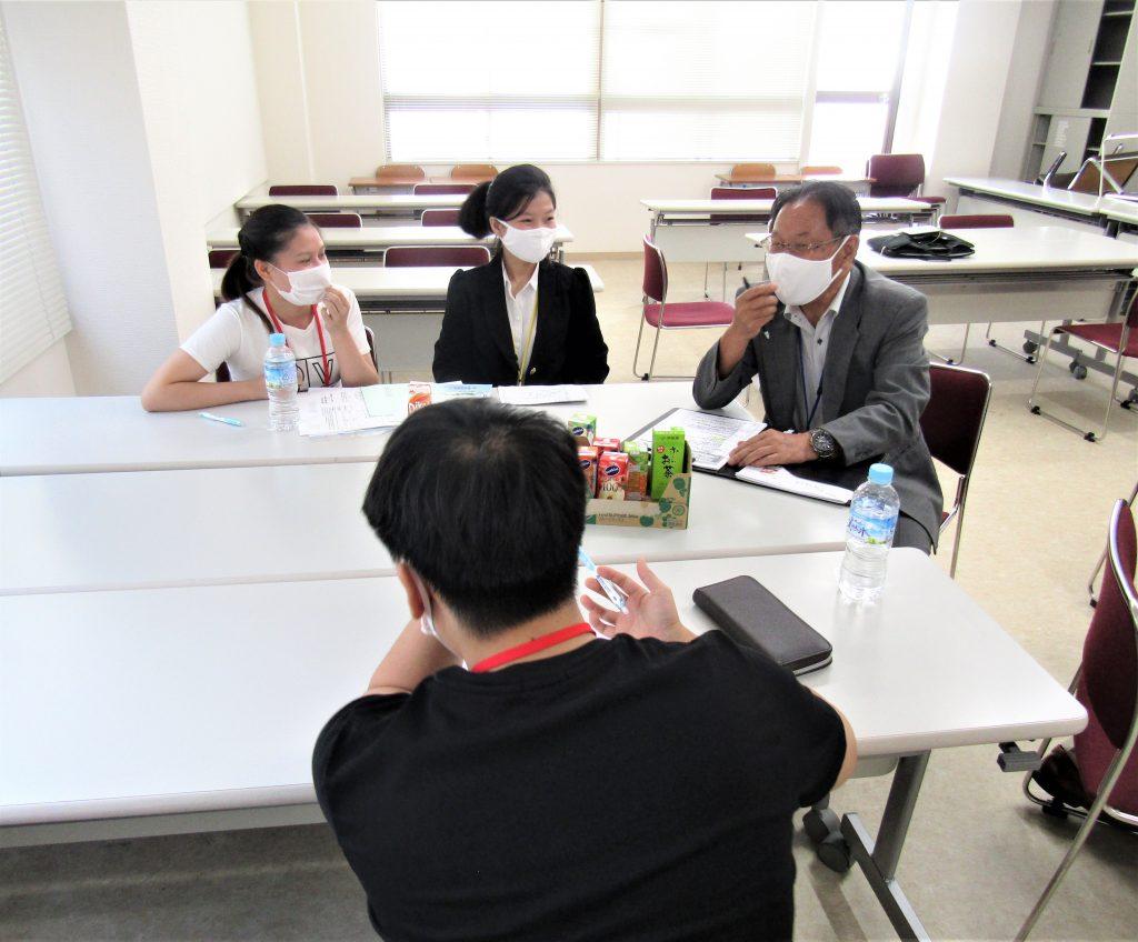 9月12日オープンキャンパス開催 ~教科書にも興味津々!~
